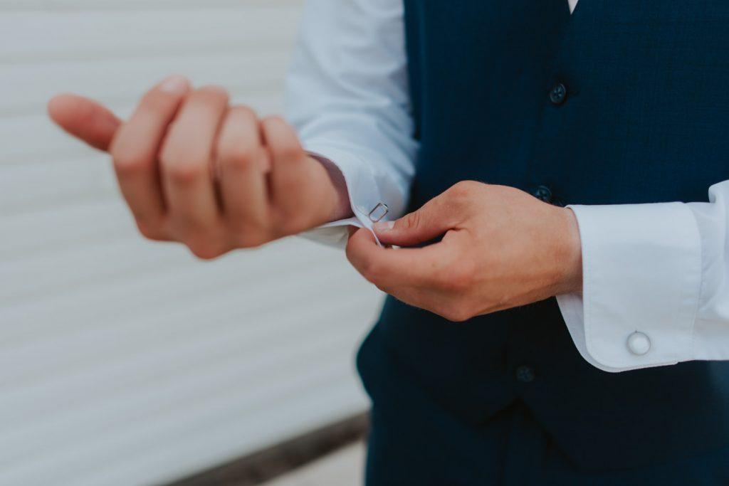 getting ready details from omaha nebraska barn at ackerhurst wedding