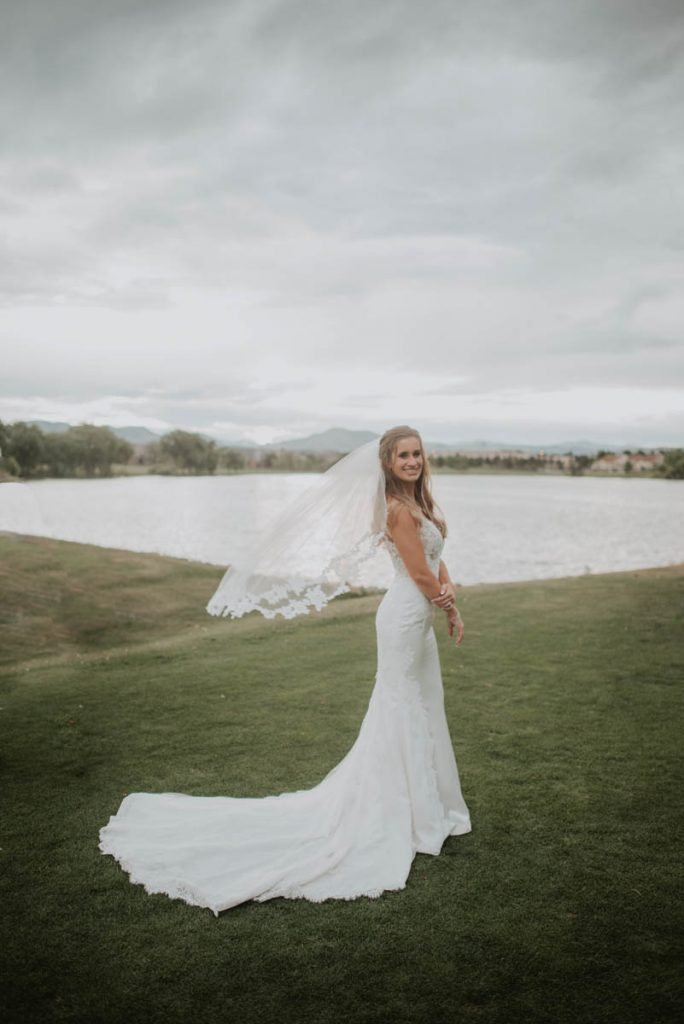 bridal portraits on 17th hole at raccoon creek in littleton colorado